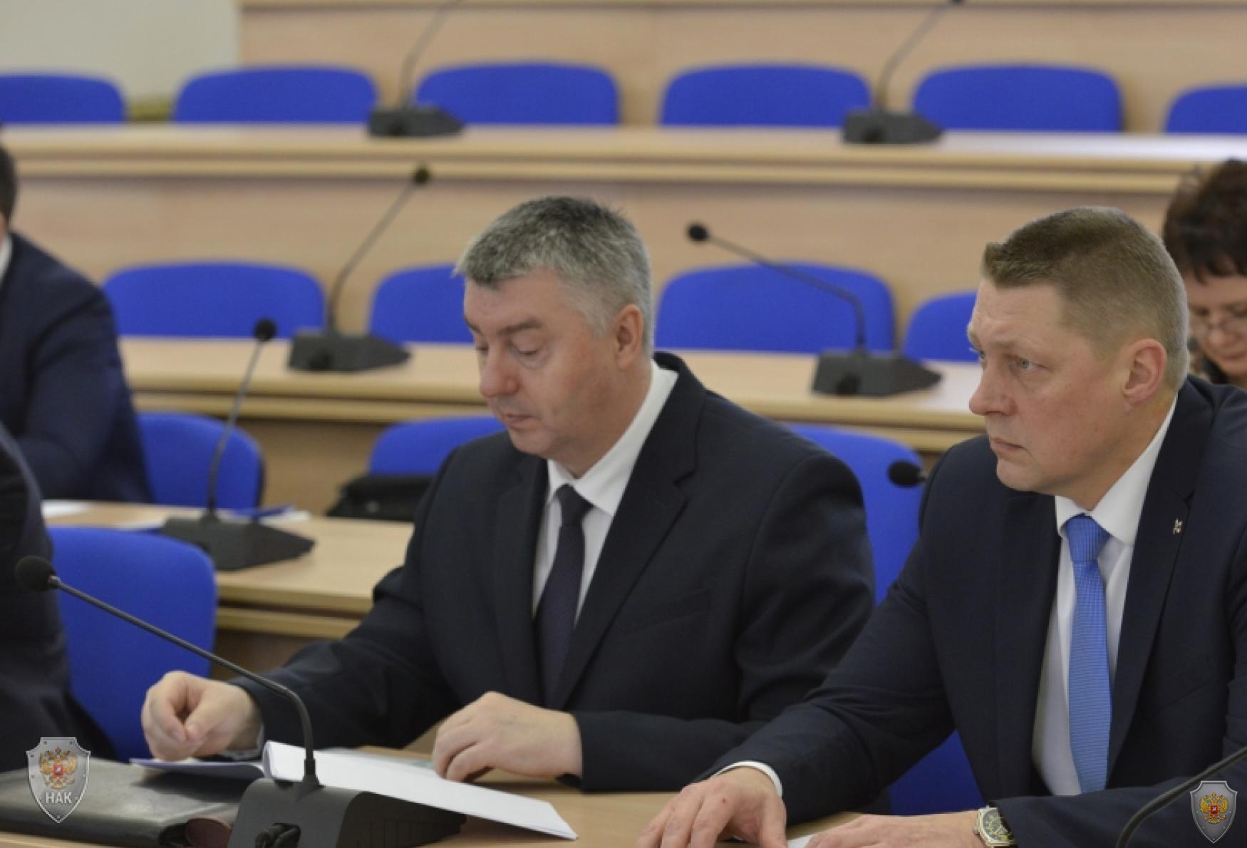 В Овальном зале Правительства Брянской прошло совместное заседание антитеррористической комиссии и оперативного штаба в Брянской области