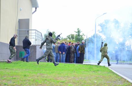 Захват заложников «условными террористами» у здания Красногорбатской СОШ