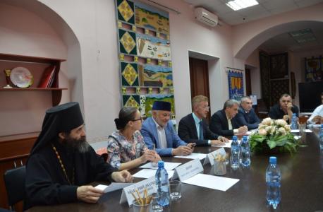 Представители основных ивановских конфессий при обсуждении вопросов, связанных с проблемами использования религиозного фактора в распространении идеологии терроризма