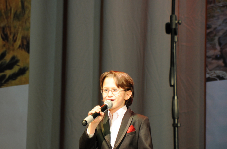 Гостей и участников поздравляют юные дарования Архангельска
