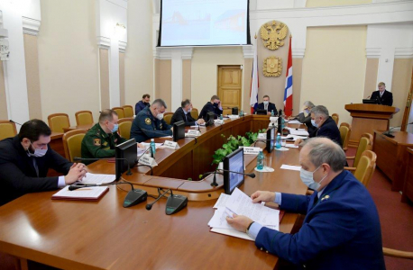 Губернатор Омской области Александр Бурков проводит заседание антитеррористической комиссии Омской области