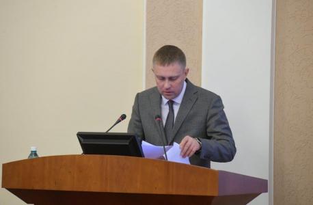 Министр культуры Омской области Юрий Трофимов на заседании антитеррористической комиссии докладывает об антитеррористической защищенности подведомственных объектов