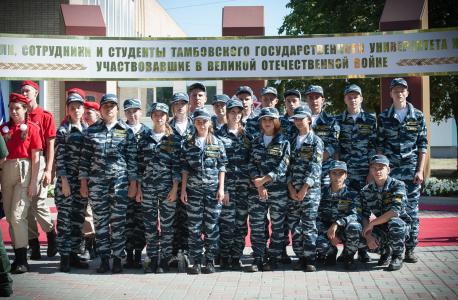 Студенты члены отряда «Держава», обеспечивавшие пропускной режим и правопорядок