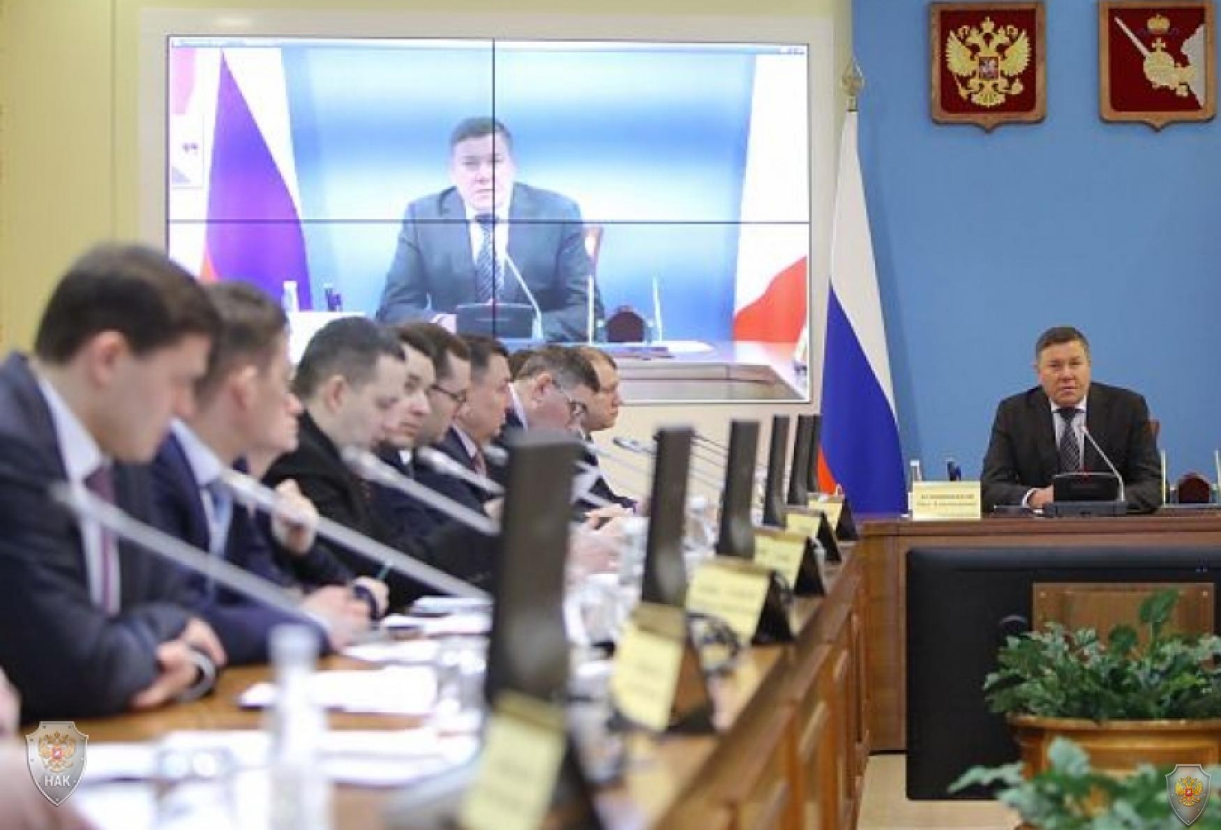 Председатель АТК области - губернатор Вологодской области О.А. Кувшинников, члены АТК области и приглашенные на заседание