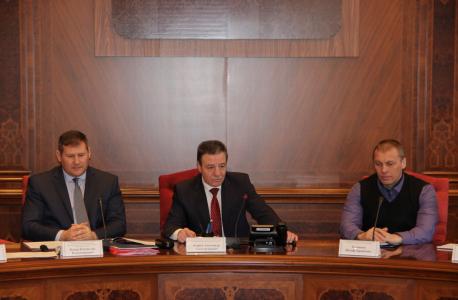 Вступительное слово руководителя аппарата Антитеррористической комиссии в Республике Коми Бурцева Александра Александровича (на фото в центре).