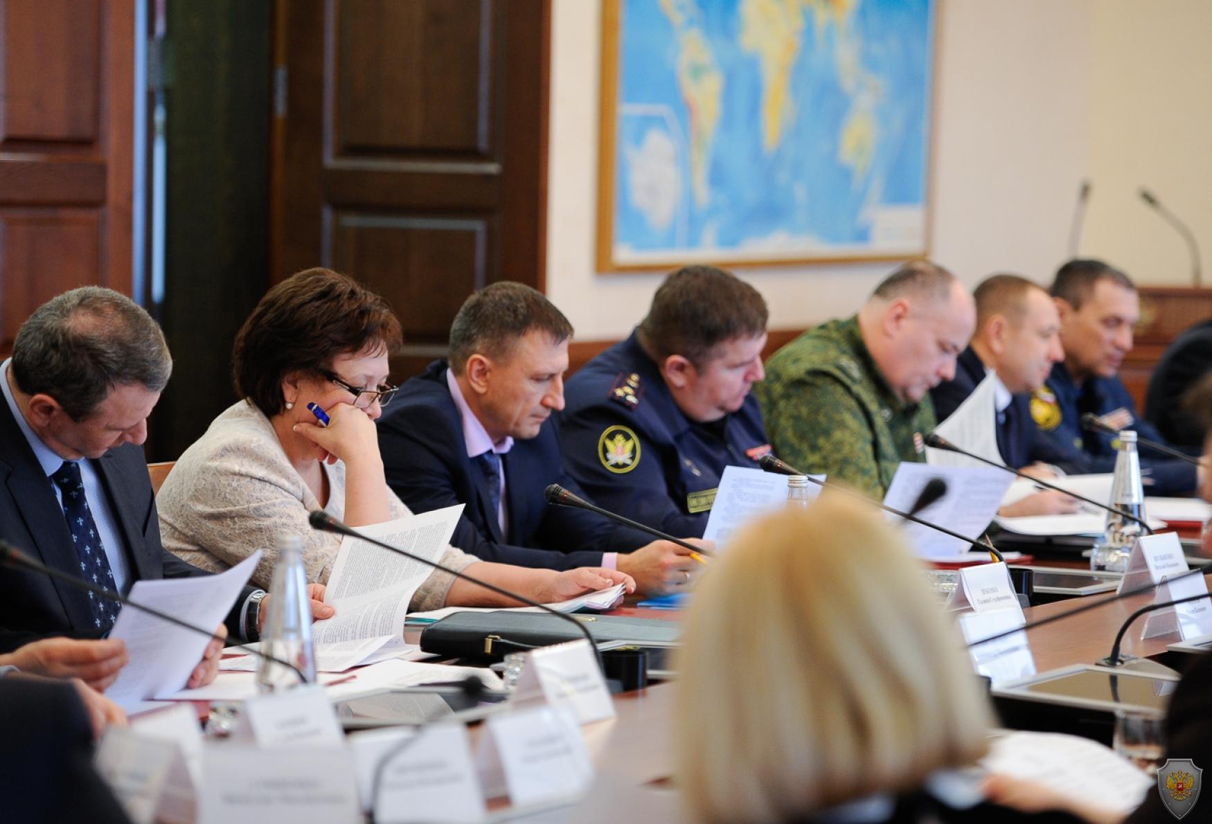 Обсуждение членами антитеррористической комиссии Ставропольского края проекта протокола комиссии