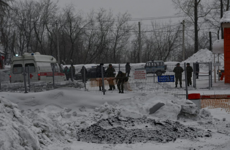 Работа сотрудников полиции и скорой медицинской помощи в районе автостанции