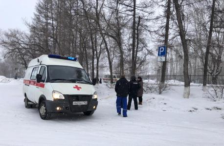 Бригада скорой медицинской помощи эвакуируют пострадавших в результате теракта