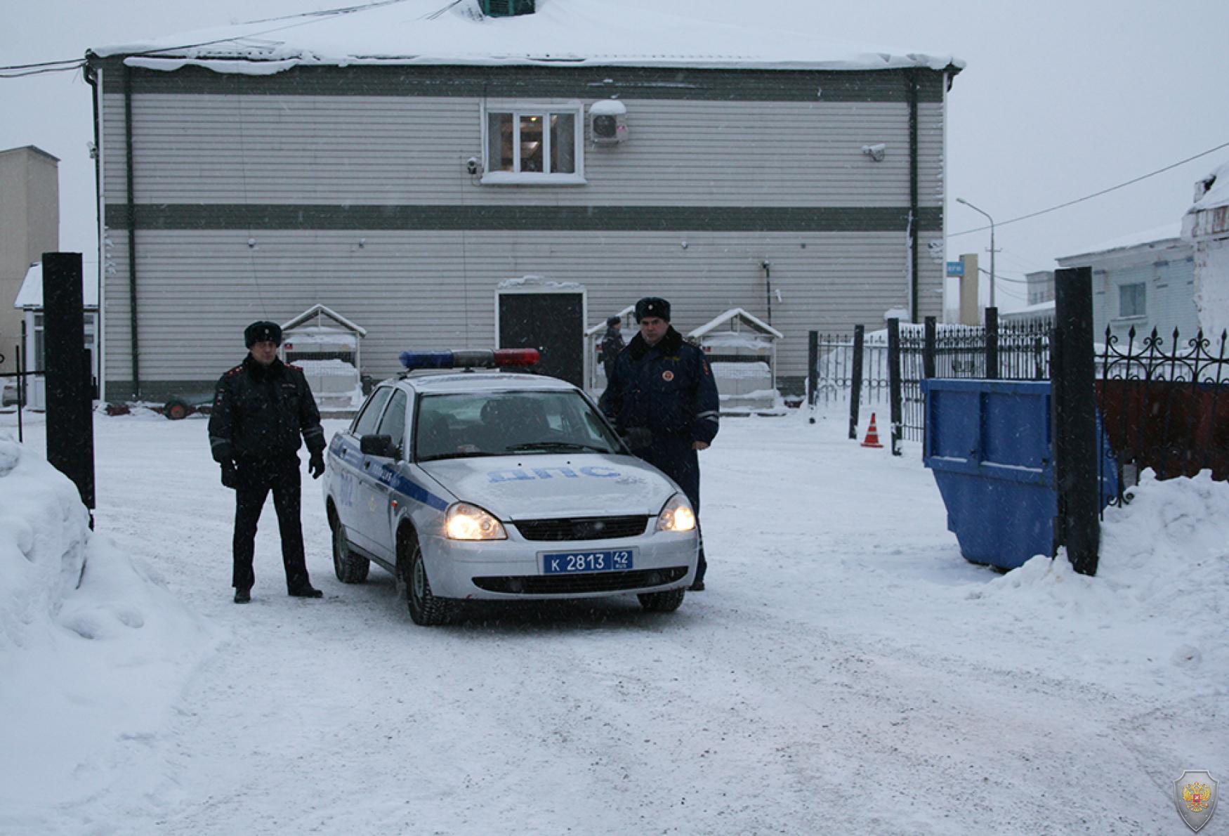 Сотрудники полиции группы организации дорожного движения