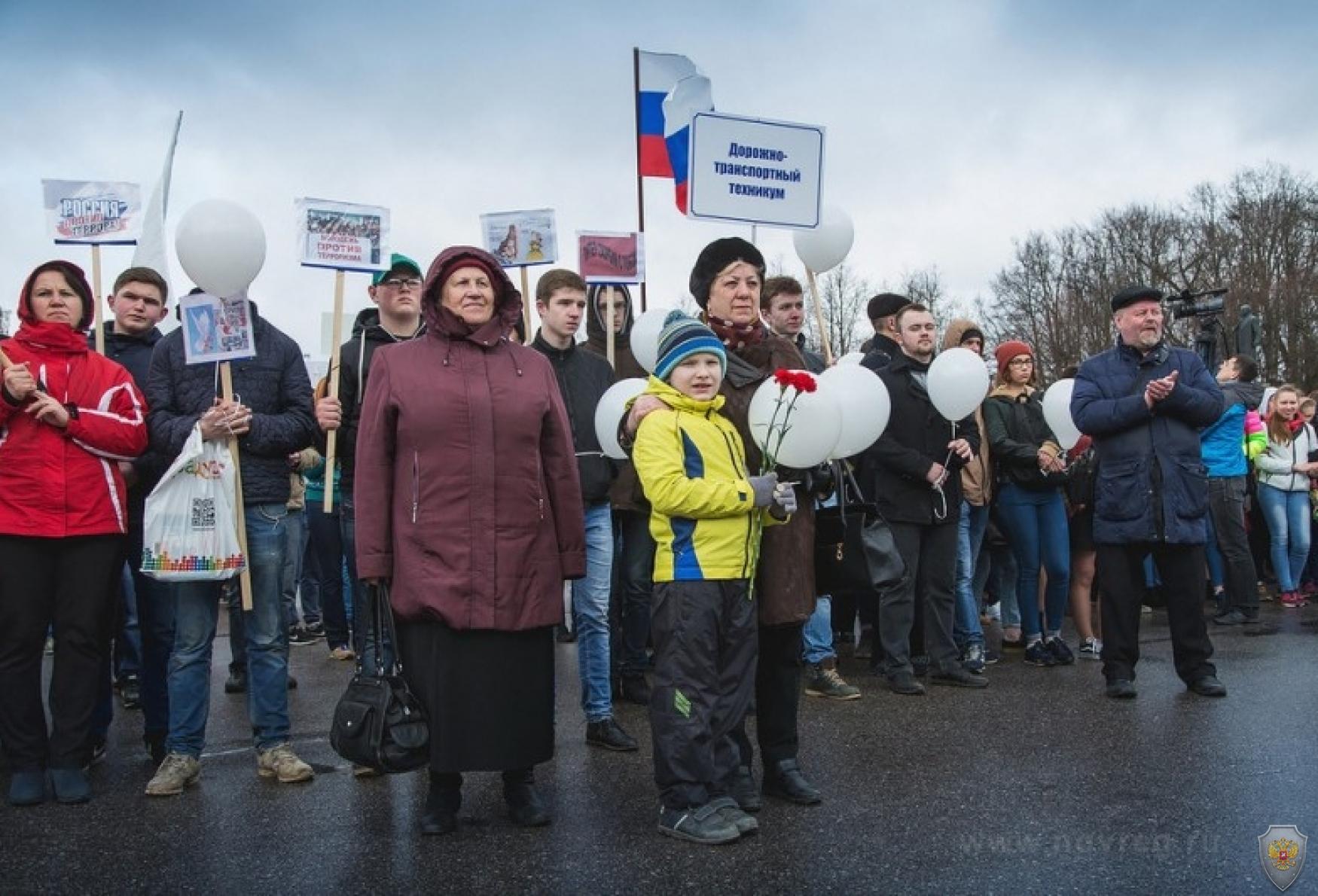 Участники акции «Вместе против террора!»