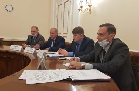 Общее фото зала заседаний с участниками обучающего семинара