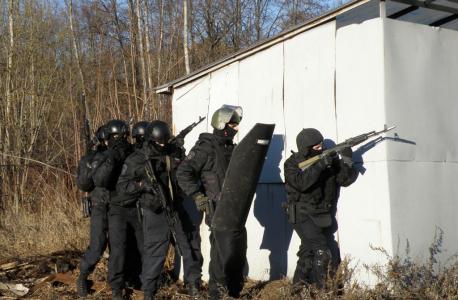 Бойцы спецподразделений готовы к штурму