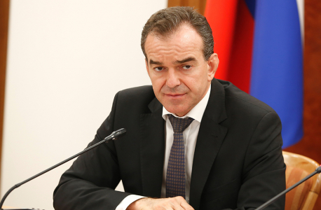 Губернатор края подчеркнул, что следует еще раз проверить на соблюдение норм антитеррористической и пожарной безопасности автомобильные и железнодорожные вокзалы, аэропорты