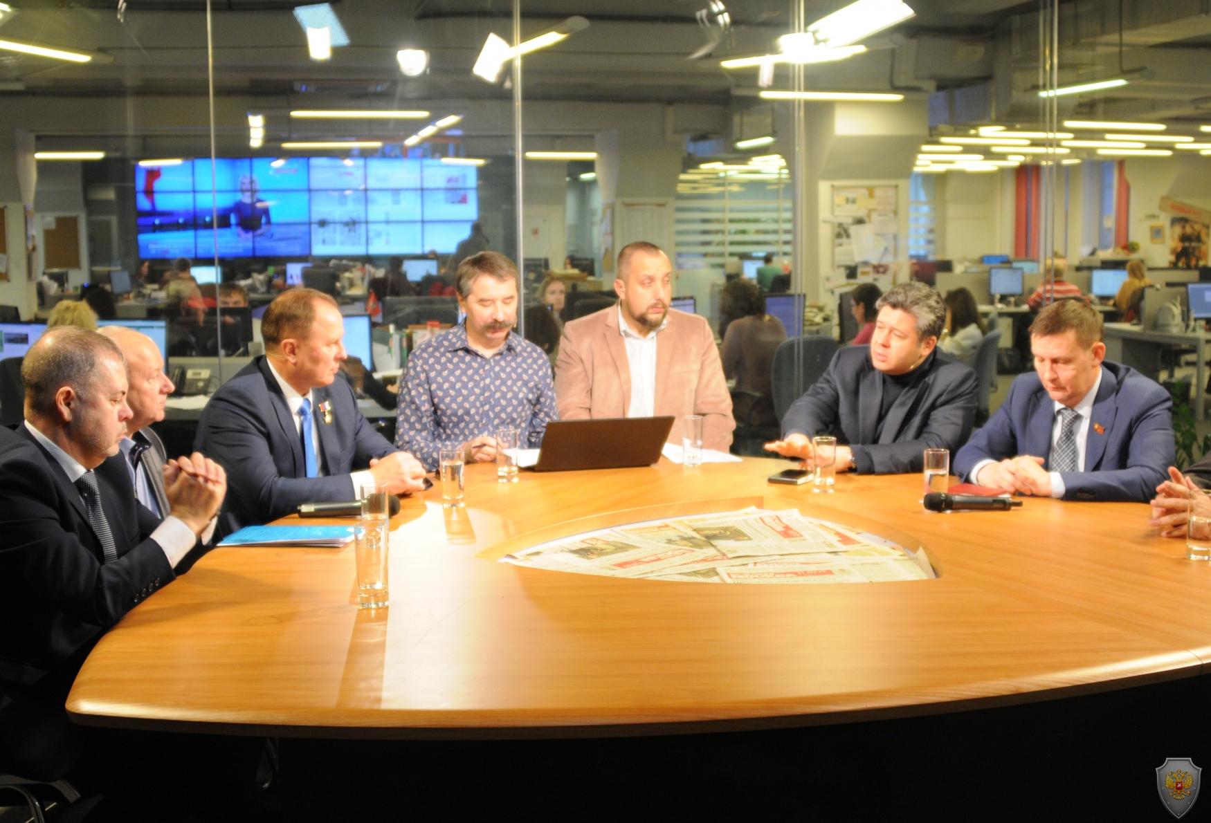 В студии интернет-вещания газеты «Вечерняя Москва» состоялся круглый стол
