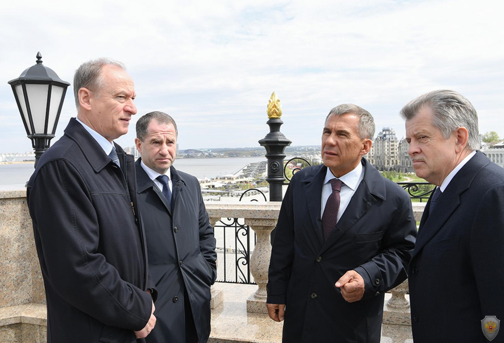 Беседуют Николай Патрушев, Михаил Бабич, Рустам Минниханов и Сергей Вахруков
