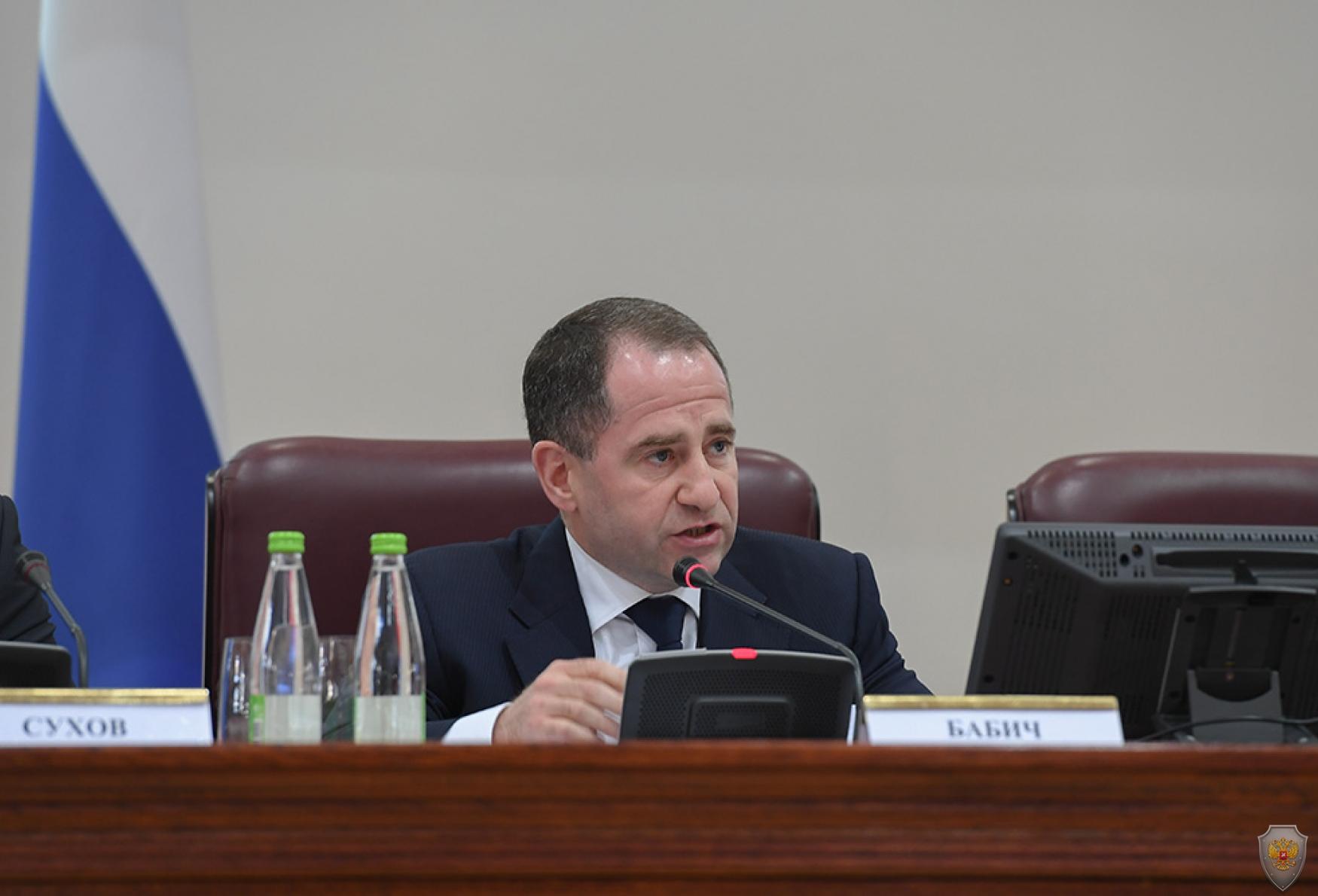 Выступает полномочный представитель Президента Российской Федерации в ПФО Михаил Бабич