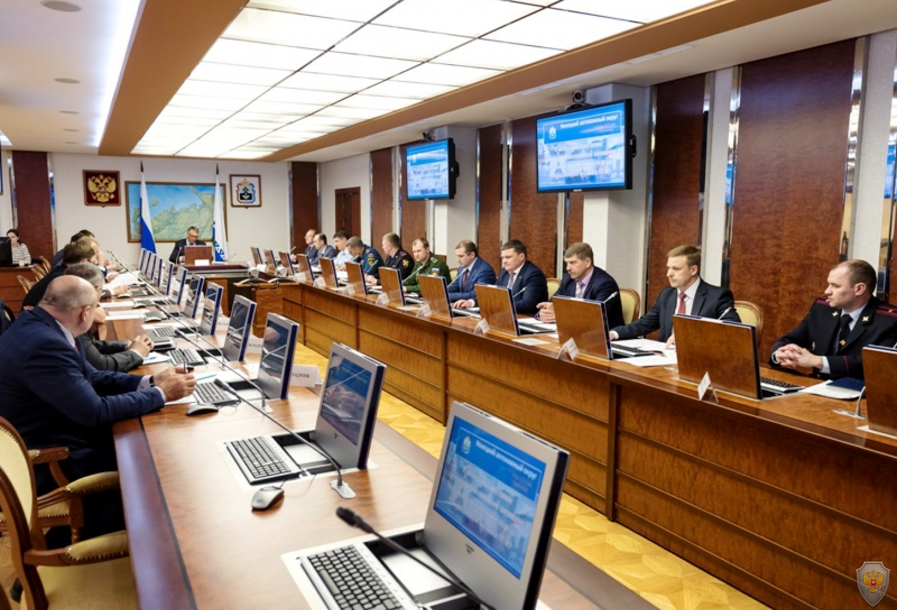 В работе заседания приняли участие руководители территориальных органов федеральных органов исполнительной власти, органов исполнительной  власти округа и главы муниципальных образований.