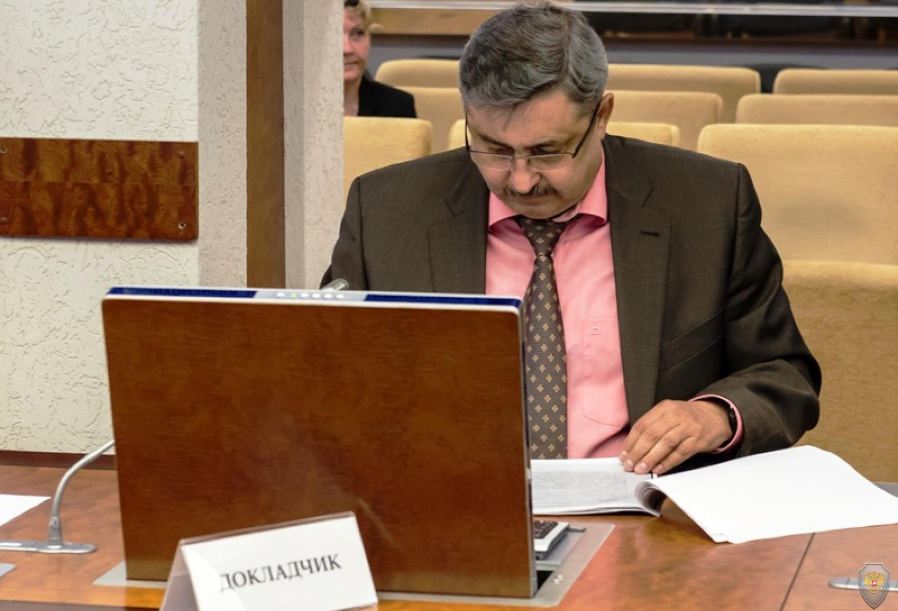 Директор КУ НАО «Централизованный стройзаказчик» Каспаров А.А. доложил о принимаемых мерах в сфере обеспечения безопасности на объектах автотранспортной инфраструктуры