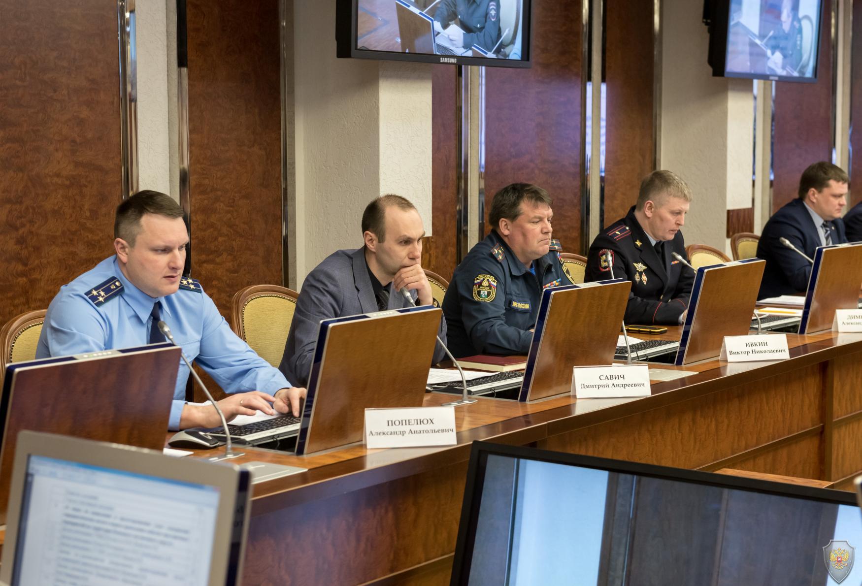 Представители правоохранительного блока доложили о принимаемых мерах по обеспечению безопасности и общественного порядка в период подготовки и проведения майских праздничных мероприятий