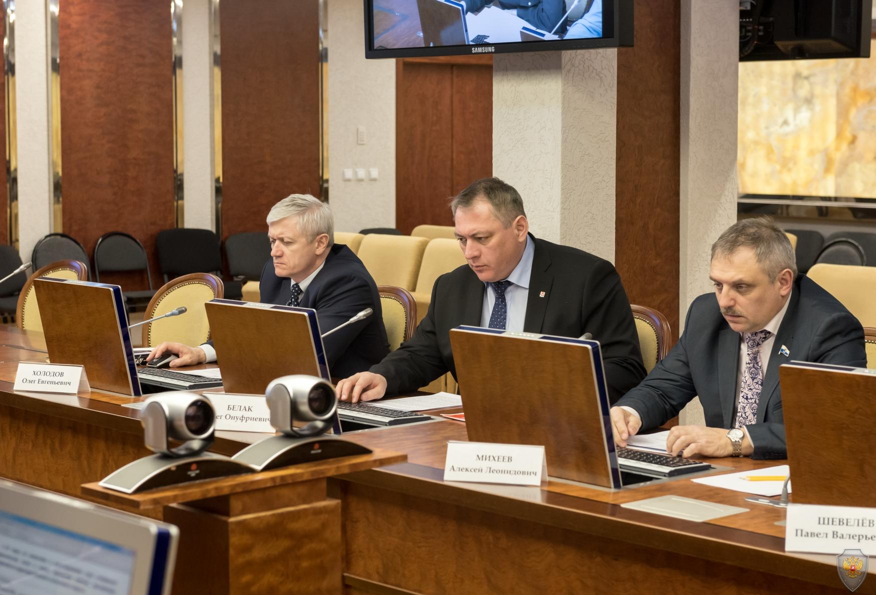 Главы муниципальных образований доложили  о принимаемых мерах по обеспечению безопасности в канун  и период проведения майских праздников