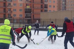 Команды религиозных конфессий сыграли в хоккей в валенках