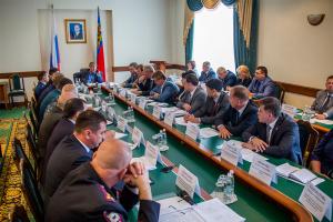 Аман Тулеев потребовал от руководителей муниципалитетов и правоохранителей обеспечить безопасность кузбассовцев в День шахтера